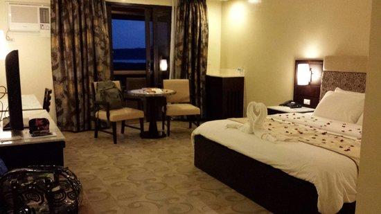 Coron Westown Resort : Spacious room