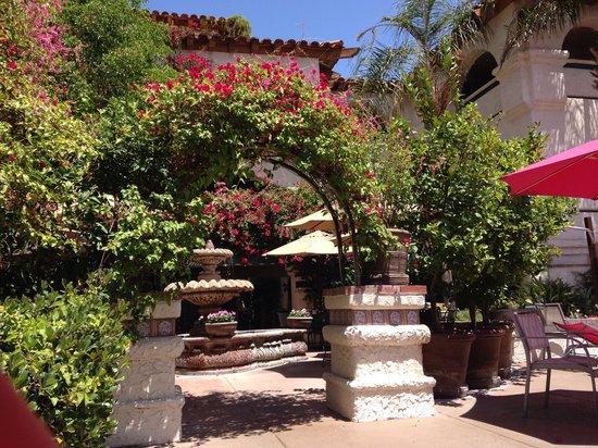 Best Western Plus Las Brisas Hotel: The courtyard