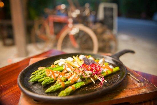 Casa Banana: Asparagus and Goat Cheese