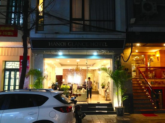Hanoi Glance Hotel: The facade of the hotel