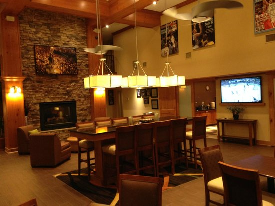 Hampton Inn and Suites Chapel Hill / Durham Area: Stunning breakfast area, wish the rooms were this nice.