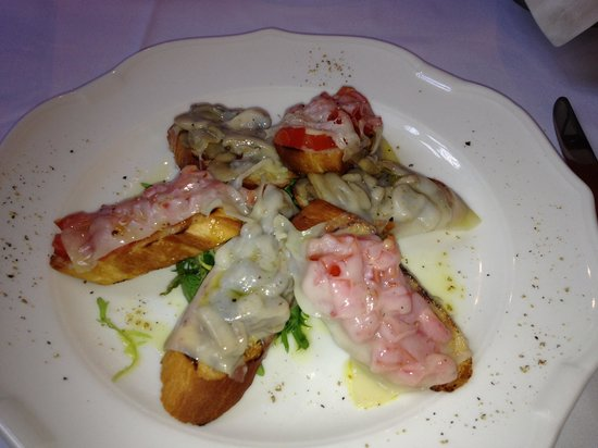 Grand Cafe: Appetizer- baguettes with vegetables, cheese