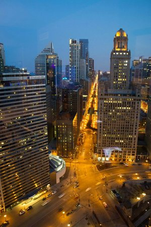 Trump International Hotel & Tower Chicago : River view at night