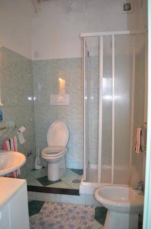 Giardino dei Limoni B&B : View of bathroom
