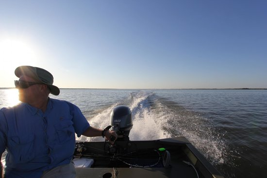 Everglades Backcountry Experience with Capt. Rodney Raffield: Heading out from Chokoloskee Island, saw Dolphins soon after!