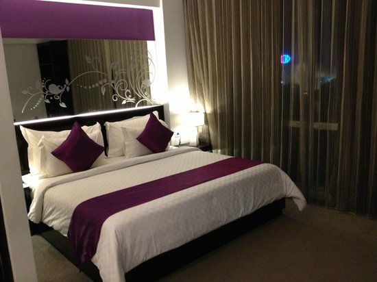 Grand Darmo Suite by AMITHYA: Comfortable Bed