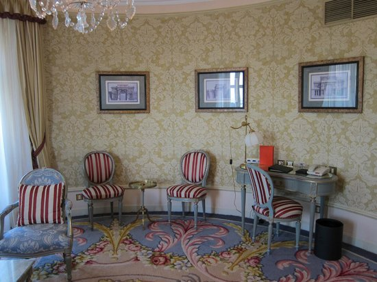 Hotel Ritz, Madrid: Living room of the suite