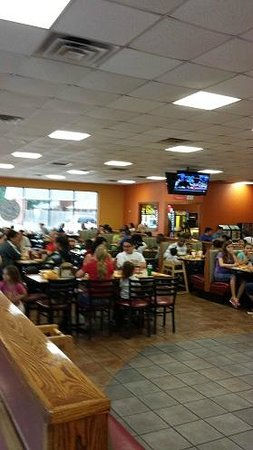 CiCi's Pizza: Lots of happy kids at CiCi's