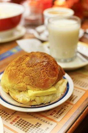 Kam Wah Cafe: Famous Polo Bun