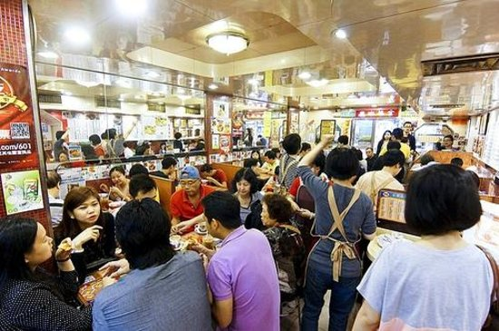Kam Wah Cafe: The interior