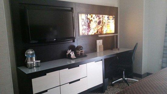DoubleTree by Hilton Hotel Boston - Downtown: Modern decor in room