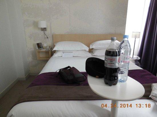 Mercure Paris Notre Dame Saint Germain des Pres : Our room with double bed