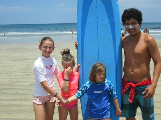 3 daughters with David from Iguana Surf Shop = Tamarindo