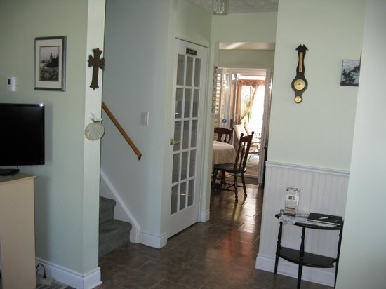 Pam's Bed and Breakfast : Entrance hall