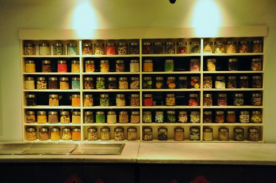 All Seasons Legian Bali: Decor in the dinning room