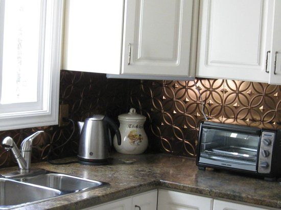 Pam's Bed and Breakfast : corner of kitchen