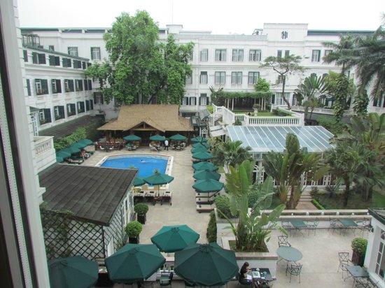 Sofitel Legend Metropole Hanoi: View onto Pool