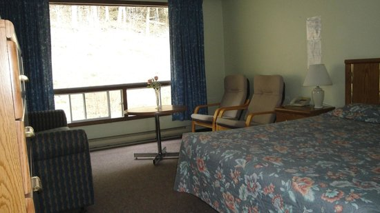 Motel Minden: Room with1 queen bed