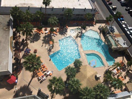 Hooters Casino Hotel : Piscina del hotel