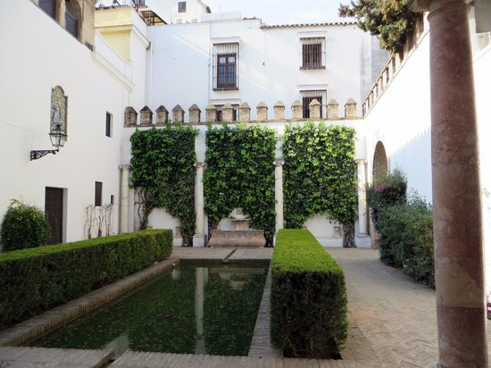 Alcázar: Coutyard