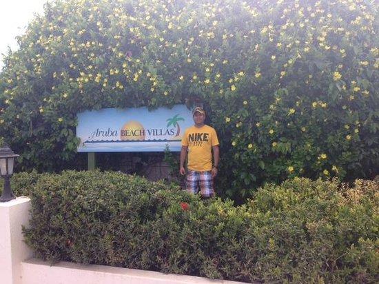 Aruba Beach Villas: entrada al hotel