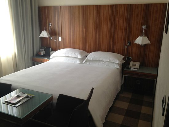 Starhotels Anderson: Room 504 - comfy bed