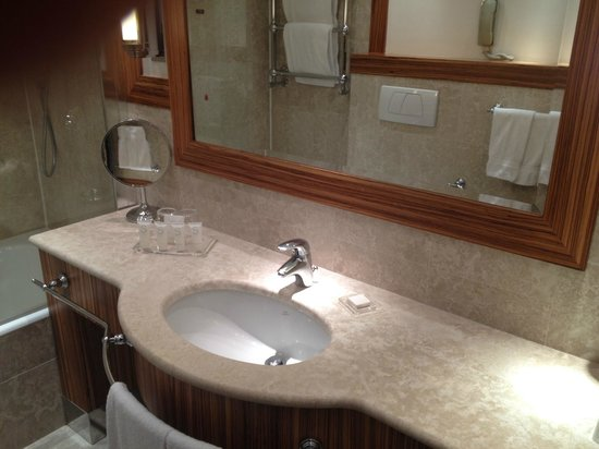 Starhotels Anderson : Amenities: hair dryer, shampoo, lotion, soap