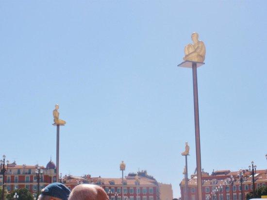 Place Massena: statue