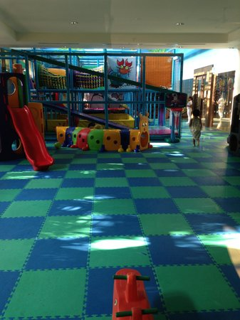 Pico Sands Hotel : The indoor playground is monitored by full time staff.