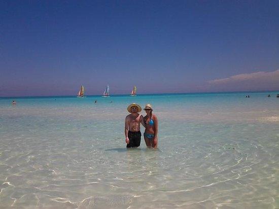 Memories Paraiso Azul Beach Resort: crystal clear water!