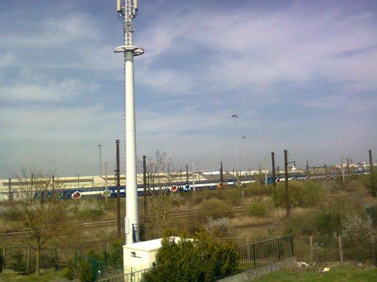Premiere Classe Saint Quentin En Yvelines - Elancourt: SNCF trains passing by