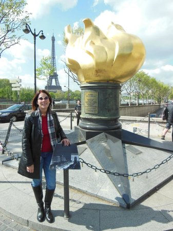 Paris Marriott Champs Elysees Hotel: Liberty flame