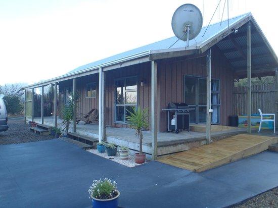 Hidden Valley Luxury Retreat: outside front