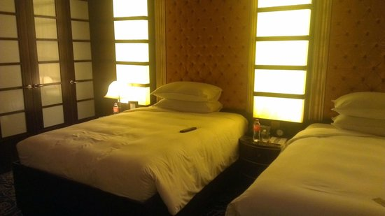 Resorts World Sentosa - Crockfords Tower: The 'To Die For' beds!