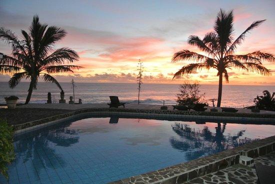 Iorana Hotel: Sunset & Pool & Room areas