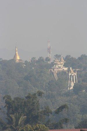 Golden Hill Hotel : morning mist