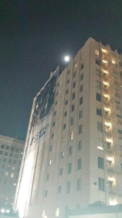 Hollywood and Vine : Que hermosa luna