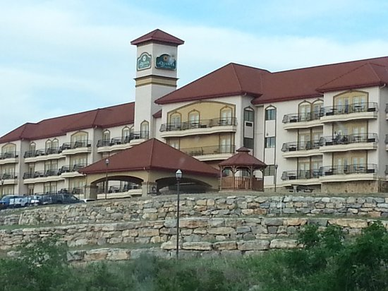 La Quinta Inn & Suites Marble Falls: Front of the hotel