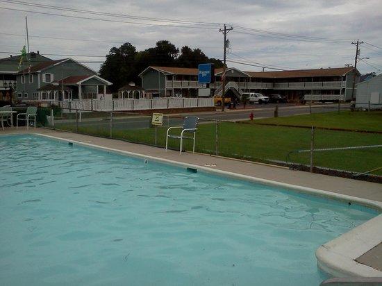 Sea Hawk Motel: Pool