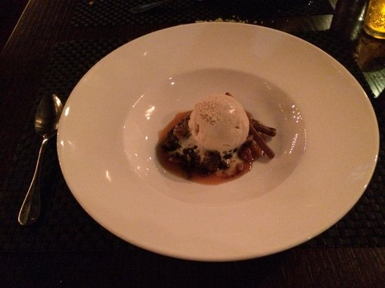 Chapel Grille: Gingerbread upside down cake