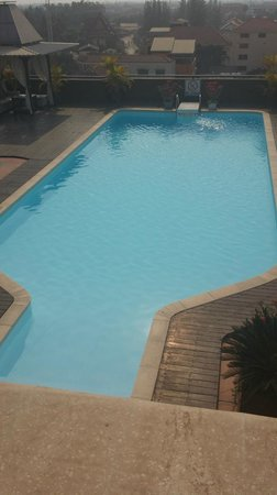 City River Hotel : Swimming pool at rooftop