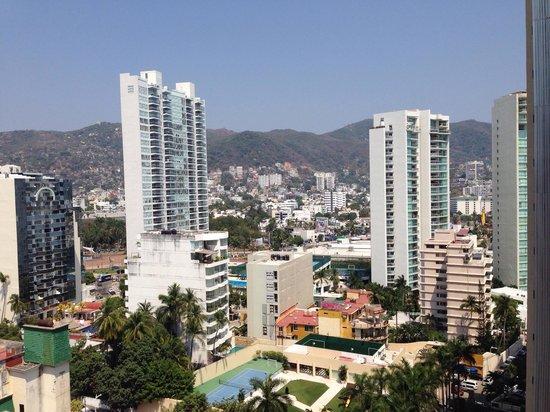 Copacabana Beach Hotel: Vista del hotel hacia calle