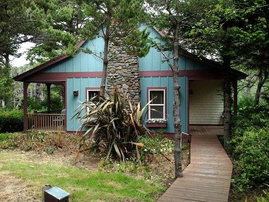 Overleaf Lodge & Spa : Perpetua cottage entrance side.