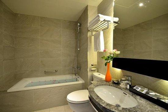 Friends Yu-Yu Hotel: 豪華浴室
