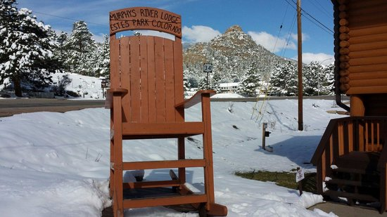 Murphy's River Lodge : Before leaving you get a souvenir photo of you on this chair, and they give you a frame for it a