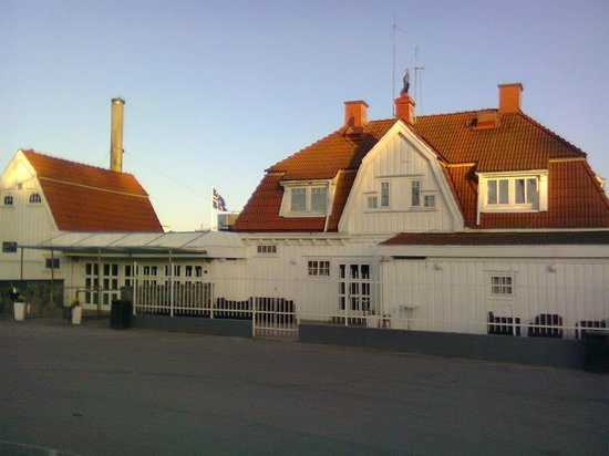 Stenungsbaden Yacht Club : Hotel proper as viewed from the entrance