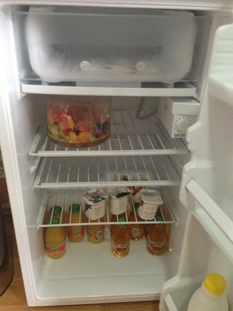 Silver Waters Bed & Breakfast: The fridge in the kitchen. :)