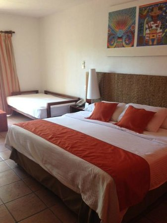 Royal Decameron Complex : Our bedroom in Building 5, Royal Decameron Puerto Vallarta  |  Lazaro Cardenas 150, Bucerias 637