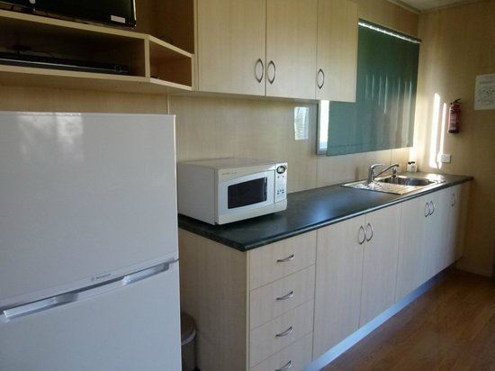 Peppertree Cabins: kitchenette