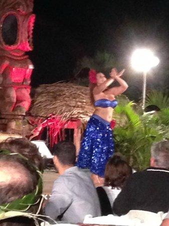 Chief's Luau at Sea Life Park : Blue Hawaii